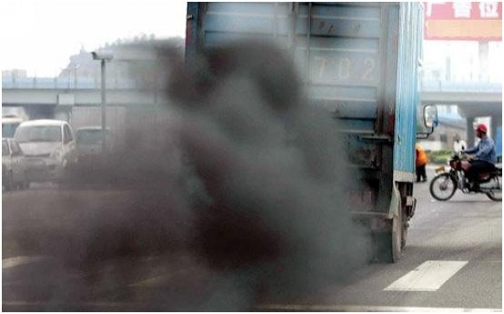 """""""除了技术原因之外,符合国四标准的柴油供应量不足。""""华侨大学机电及自动化学院副教授林添良告诉记者,如果只从技术上升级,而柴油品质没有达到标准,产品的稳定性将受到影响。   据了解,在我国,油品标准落后于汽车排放标准是业内事实,国三标准为例,2007年推出,但是中石化、中石油在2009年底到2010年初刚刚保证全国绝大多数地区油品达到此标准。 技术提升 成本变成阻力   """"事实上,技术上一些产家已经能达到国四标准。""""颜阿三称,厂家根据销售的不同区域,生产客"""